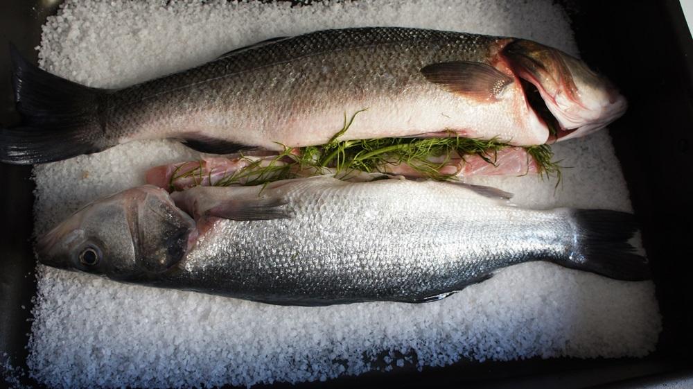 Receita de Peixe Assado no Sal Grosso
